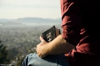 Con Biblia